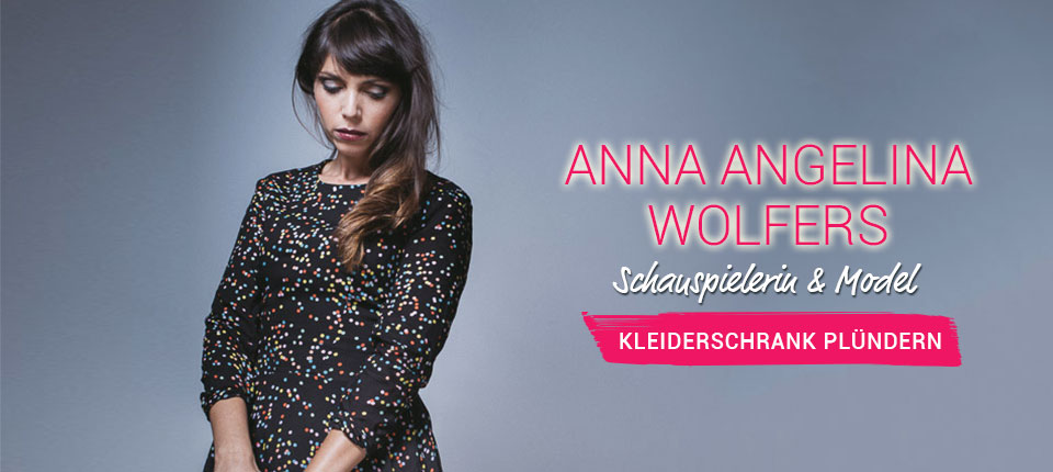 Kleiderschrank von Anna Angelina Wolfers - Model & Schauspielerin